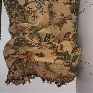 Weavers Ballon Curtain